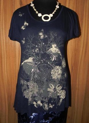 Легкая  футболка - блуза с принтами птички темно синего цвета большого размера