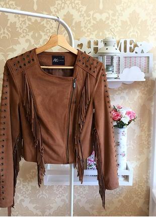 Стильная куртка-косуха с бахромой под замш