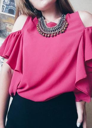 Малиновая блуза с открытыми плечами atmosphere