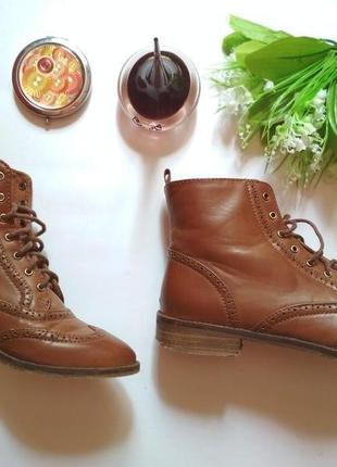 Крутые фирменные ботинки,коричневые от stradivarius