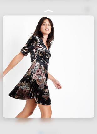 Красивое велюровое платье в цветах new look