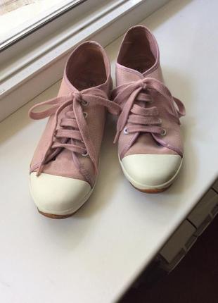 Тканевые розовые кеды со шнурками