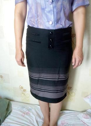 Черная прямая юбка миди