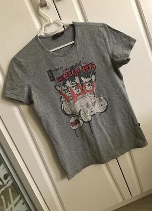 Брендовая мягусенькая футболка с креативным рисунком-декором