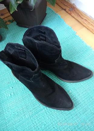 Ботинки в стиле ковбойских