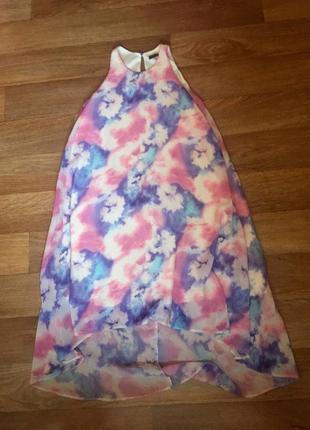 Красивое пестрое платье