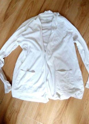 Белый кардиган с карманами
