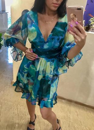 Еффектное коктейльное платье мини с рюшами xs-s