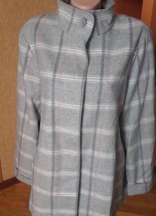 Шерстяное пальто фирмы marks&spencer