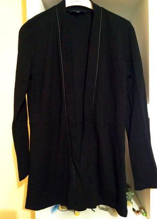 Піджак чорного кольору, розмір м