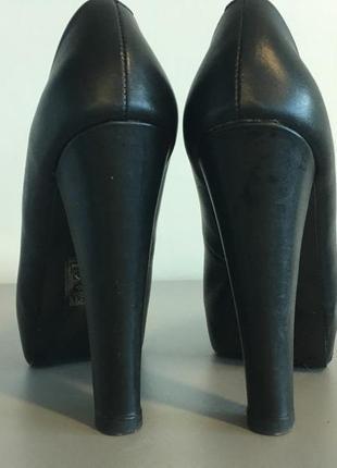 Очень классные туфли на каблуке