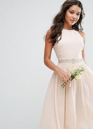 Бежевое вечернее миди платье
