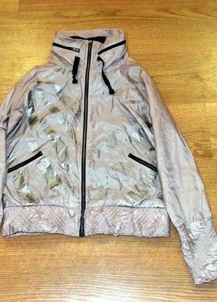 Стильная курточка-ветровка reebok