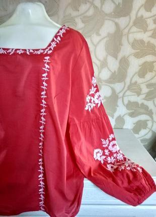 Яркая каттоновая блузка с вышивкой tu