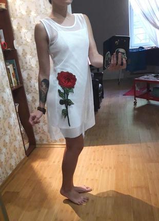 Стильное белое платье сетка