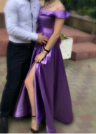 Очень красивое,фиолетовое в пол платье,возможен торг