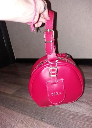Красивая сумочка кроссбоди с короткой ручкой и ремешком