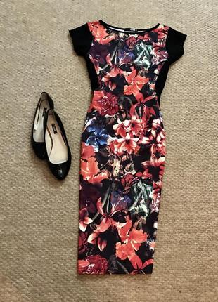 Очень красивое платье по фигуре в цветочный принт