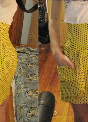 Желтая мини-юбка в горошек с завышенной талией