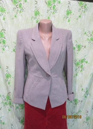 Красивейший приталенный пиджак с декором/ в крапинку