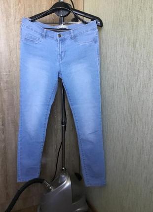 Классические джинсы голубого цвета от zara