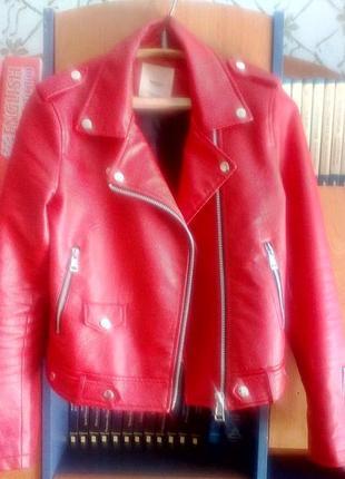 Красная кожаная куртка mango