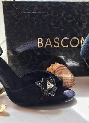 Замшевые босоножки basconi