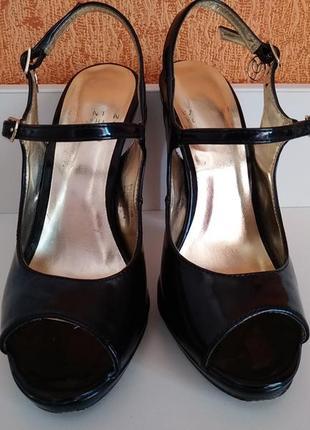 22,5 см черные лаковые босоножки на каблуке сандалии туфли