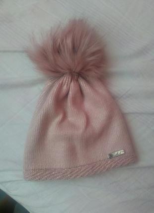 Пудровая шапка с бубоном