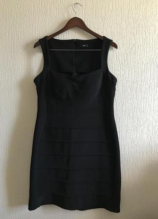 Деловое платье m&co