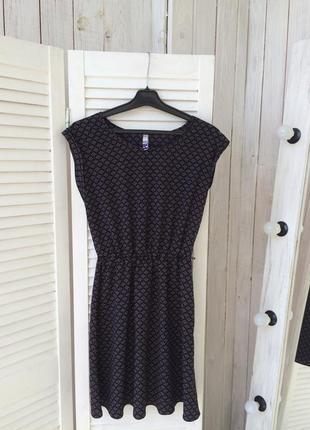 Красивое платье с узором debenhams