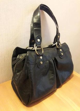 Продам большую вместительную женскую сумку фирмы accessorize в хорошем состоянии.
