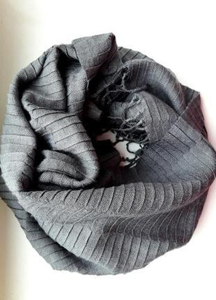 Актуальный серый длинный шарф-палантин