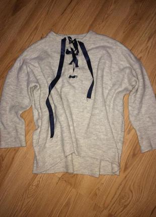 Стильный серый свитер оверсайз с завязкой на декольте