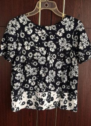 Красивенная блуза с цветочным принтом