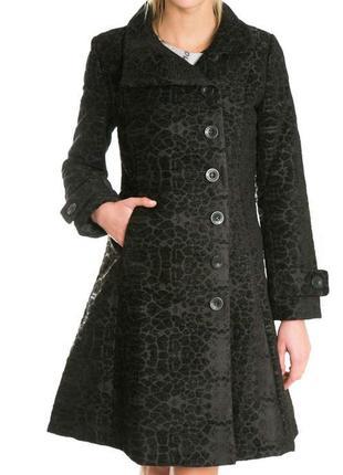 Темношоколадне пальто