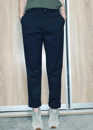 Стильные брюки ( подстрелы) темно-синего цвета с фабричными подкатами topshop