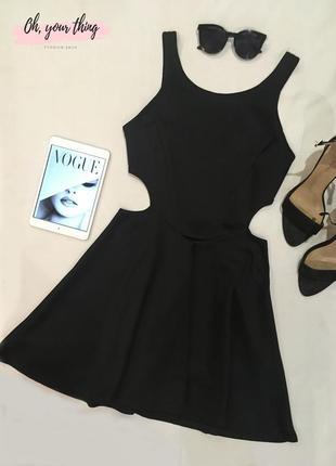 Черное платье с вырезами на талии от boohoo