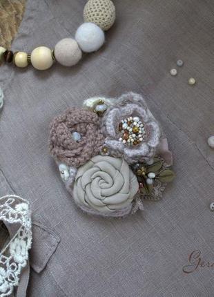 Брошь ′мокко′, льняная брошь бохо, текстильная брошь, вязаная брошь ручной работы