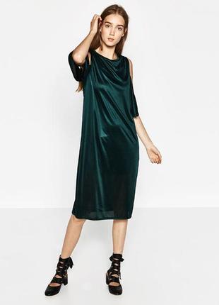 Платье миди изумрудного цвета, с открытыми плечами от zara