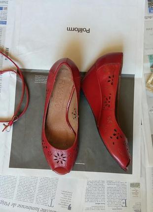 Красные удобные туфли на танкетке rylko