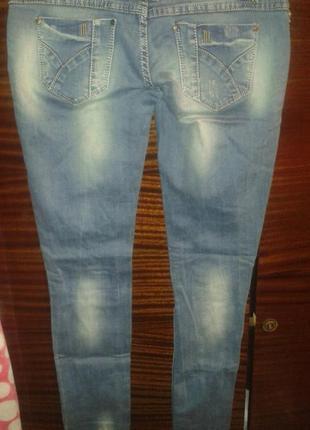 Рваные джинсы с зеленцой2 фото