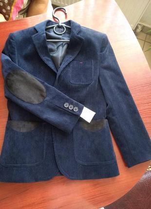 Стиляжный новый пиджак для школьника  9-10 лет
