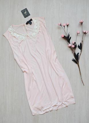 Нежно-розовая блузка с вязаным воротничком