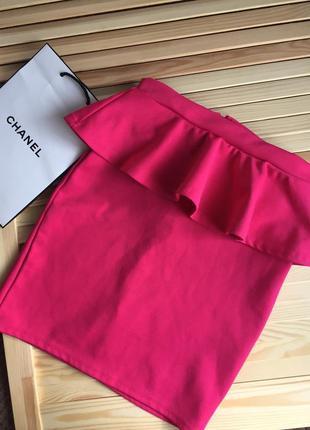 Розовая юбка карандаш с баской