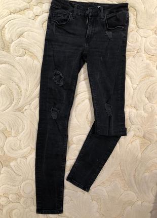 Рваные черные джинсы zara