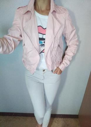 Супер классная джинсовая куртка косуха нежно розового цвета