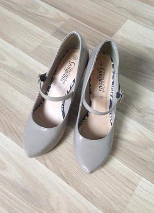 Туфли на каблуке лакированные