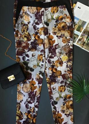 Зауженные к низу брюки с текстурной тканью