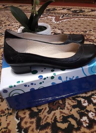 Классные легкие кожаные туфли на низком ходу